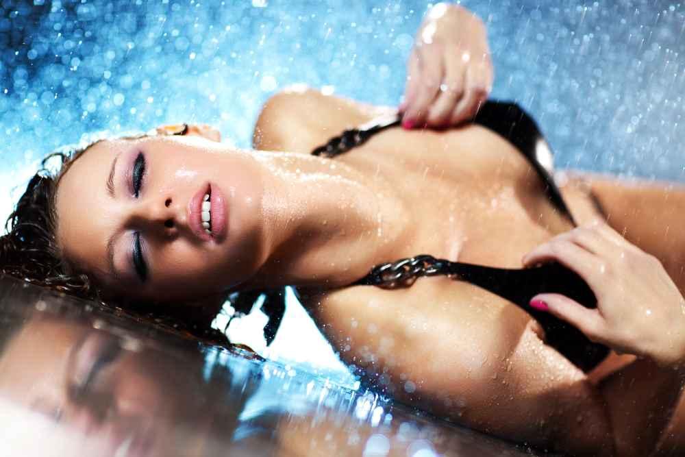 sexo-en-el-agua-piscina
